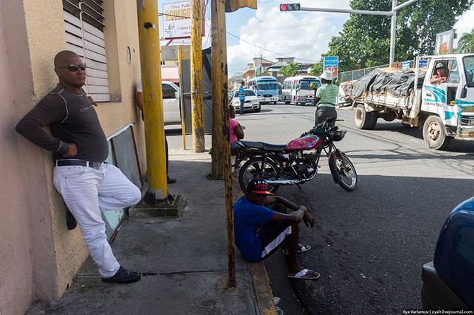 Детство в кадре: папа фотографирует сына